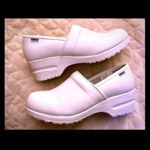 Dr. Scholl's White Norse Clogs Size 7